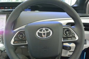MIRAIの運転席から見た画像